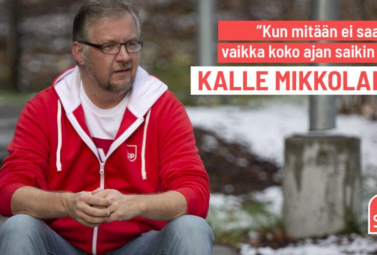 Artikkelikuva otsikko ja Kalle istuu portailla